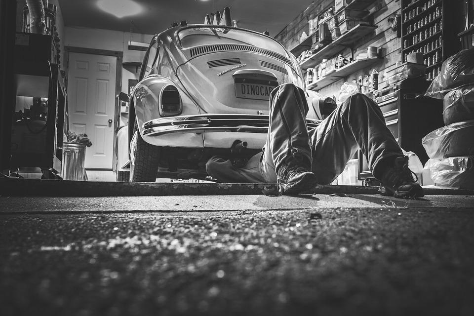 Coroczny przegląd auta dotyczy najbardziej podstawowych elementów funkcjonowania samochodu. Źródło: Pixabay.com.