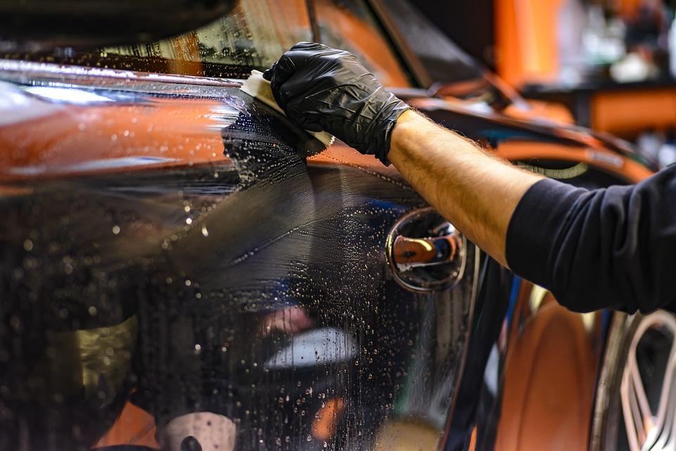 Mycie parowe auta to osobna sztuka. Źródło: Pixabay.com.