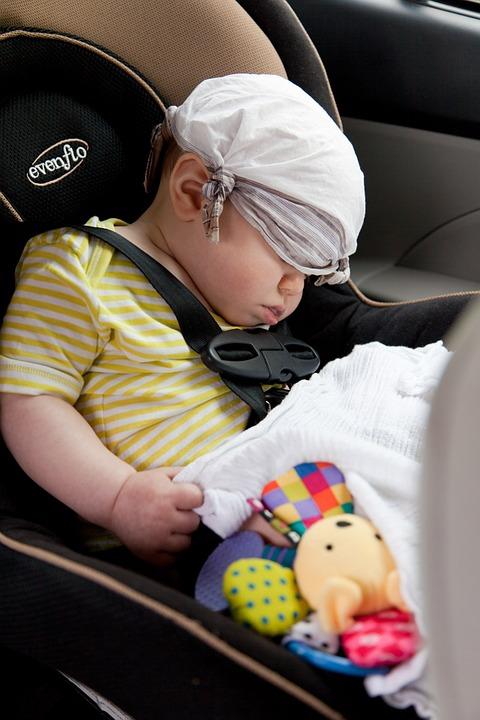 nowy bezpieczny XC6- w którym spokojnie śli niemowlak