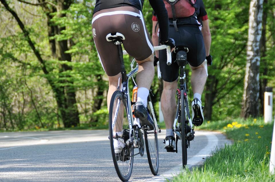 Spodnie nie są najważniejsze dla przygotowania rowerowej wyprawy, ale się przydają. Źródło: Pixabay.com.