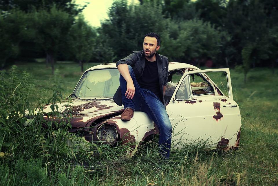 Stare auta nieraz nie służą do jeżdżenia, ale OC płacić trzeba. Źródło: Pixabay.com.