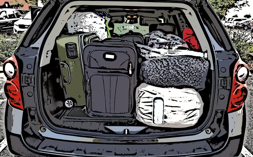Auto z dużym bagażem prowadzi się inaczej. Źródło: Pixabay.com.