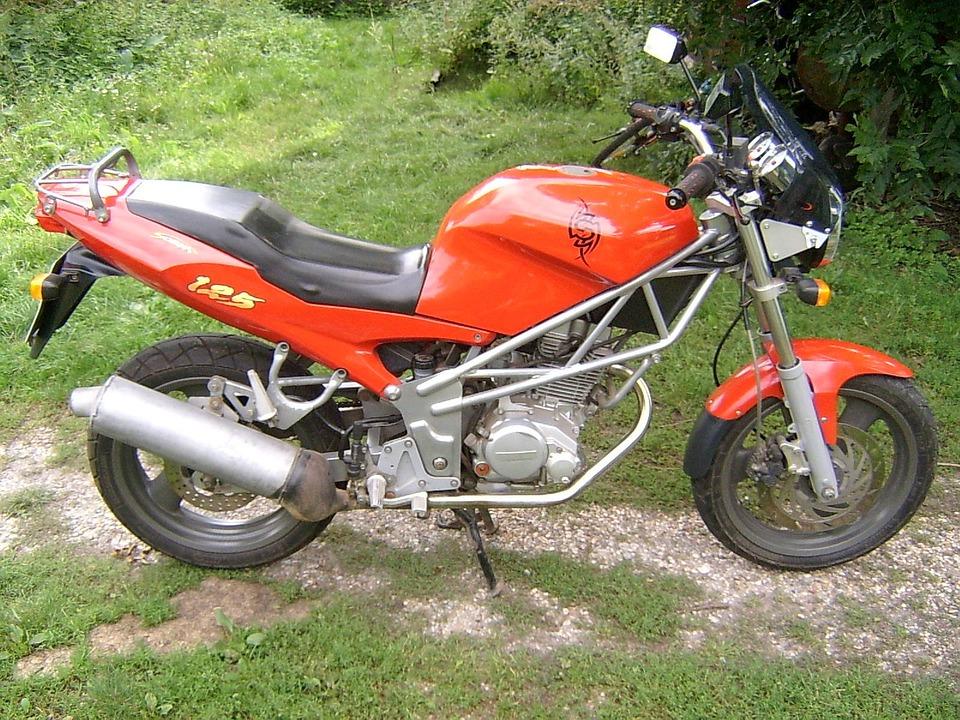 Motocykl do 125 - jest dostęny każdemu doświadczonemu kierowcy z kategorią B. Źródło: Pixabay.com.