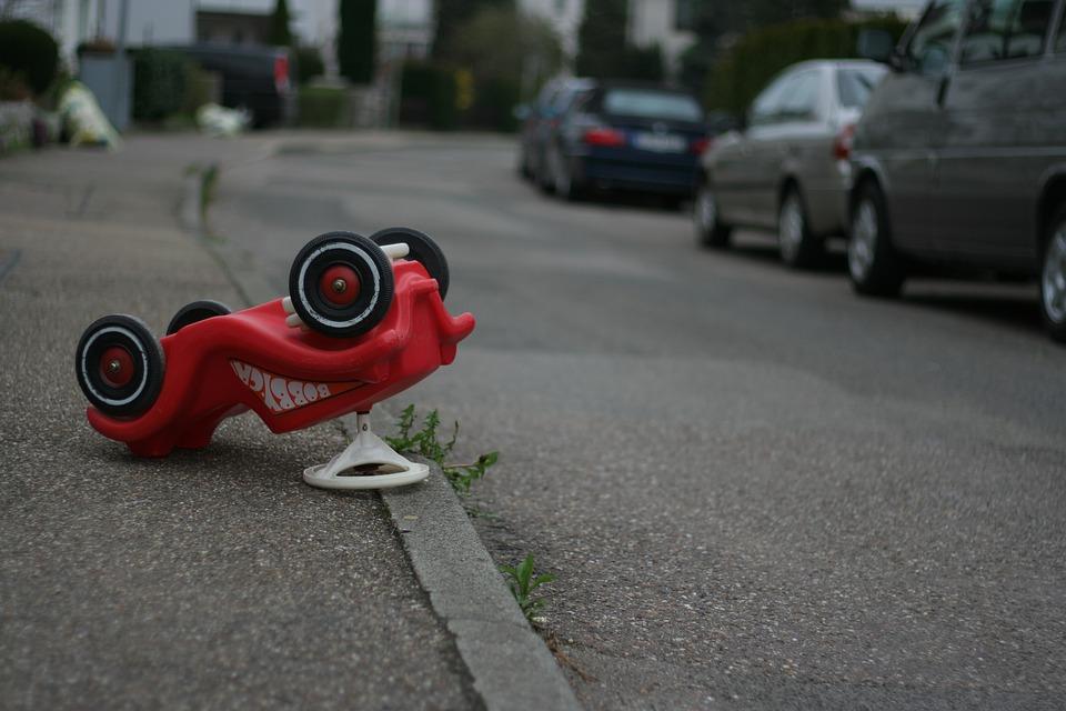 Więcej Polaków na drogach Europy - to też 10 tysięcy więcej wypadków. Źródło: Pixabay.com.