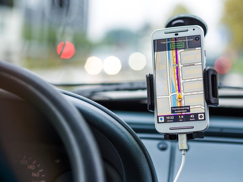GPS w telefonie to bardzo przydatny wynalazek, ale są też inne ciekawe aplikacje. Źródło: Pixabay.com.