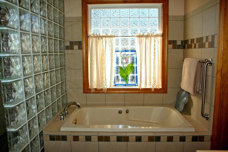 Zalanie mieszkania to nie najgorsza, ale najczęstsza sprawa dla ubezpieczycieli. Źródło: Pixabay.com.